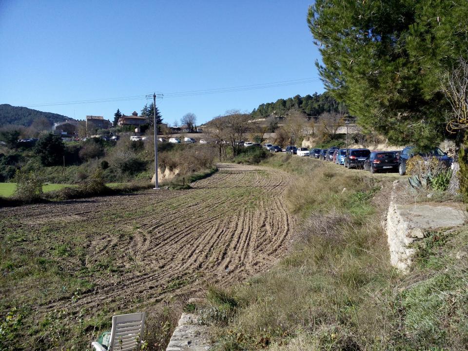 08.12.2014 Els vehicles aparcats per tots els camins  Clariana -  Marià Miquel