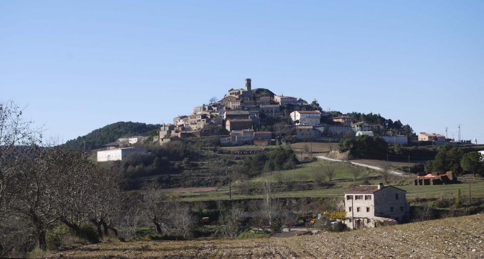 10.12.2014 Vista del poble a la tardor  Argençola -  Ramon Sunyer