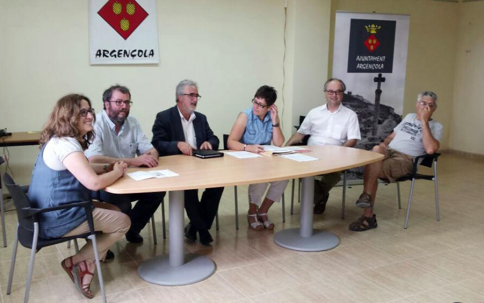 Nou consistori, d'esquerra a dreta: Marina Berenguer, Jaume Teixé, Toni Lloret, Sònia Duran (secretària), Gumersind Parcerisas i Joan Sola