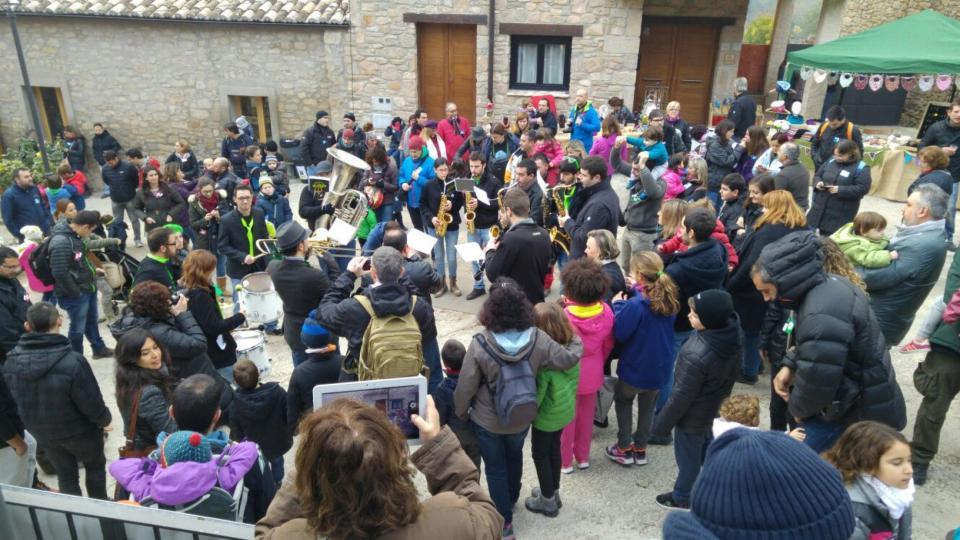 06.12.2015 el grup la Xaranga ho peta  Clariana -  Martí Garrancho