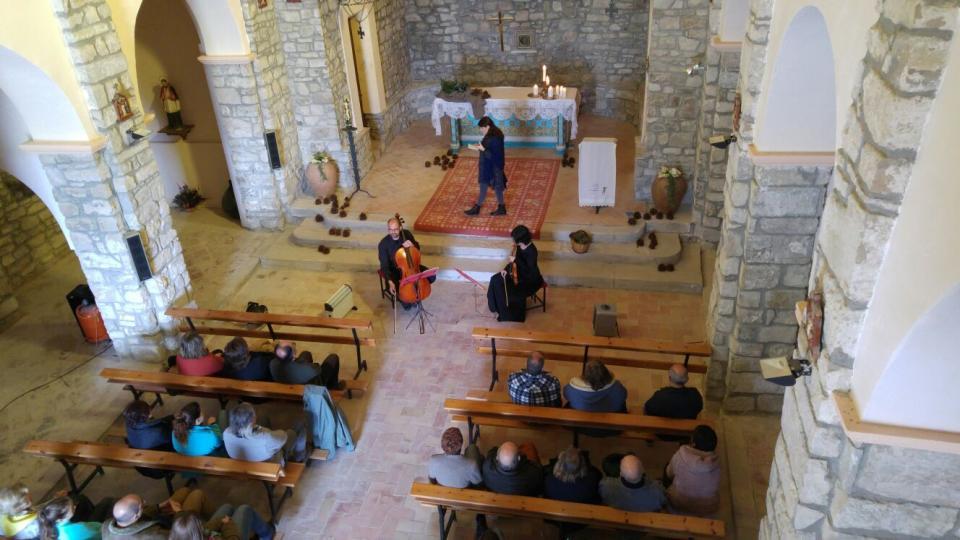 20.03.2016 Vista de l'església durant l'espectacle  Argençola -  Martí Garrancho