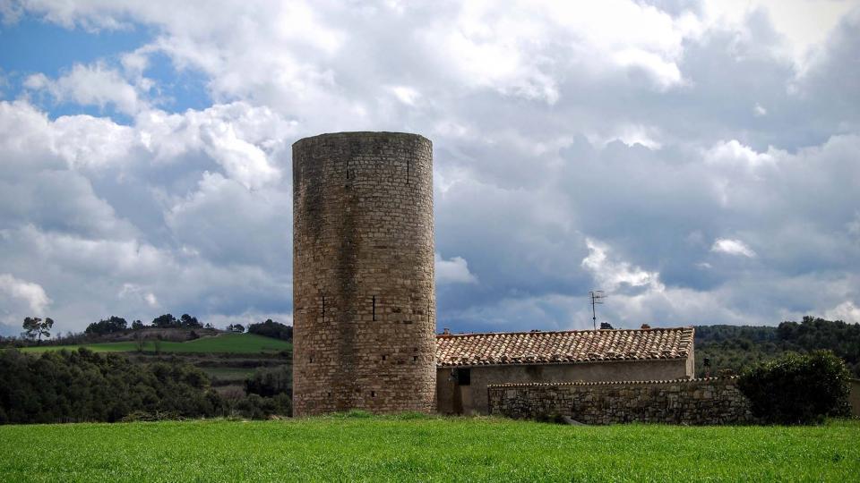 La torre de Contrast és de planta circular i podria haver estat construïda durant la primeria del segle XIII.
