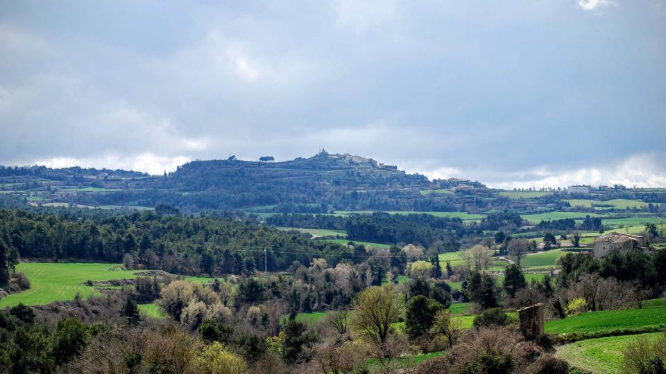 20.03.2016 paisatge de primavera, al fons Aguiló  Argençola -  Ramon Sunyer