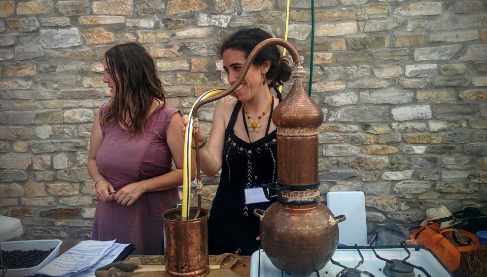 11.06.2016 destil·lació de ginebra  Argençola -  som Segarra