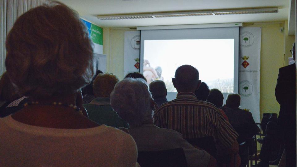 14.08.2016 El públic veient la projecció  Argençola -  Mariona Miquel Solé