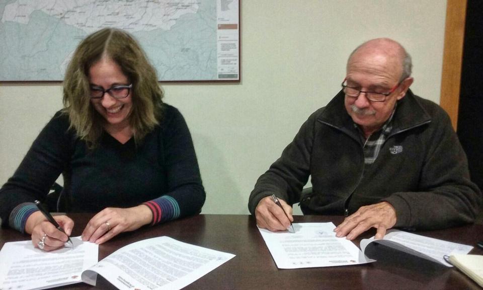 Signatura del conveni de l'Associació amb l'ajuntament Argençola - Argençola