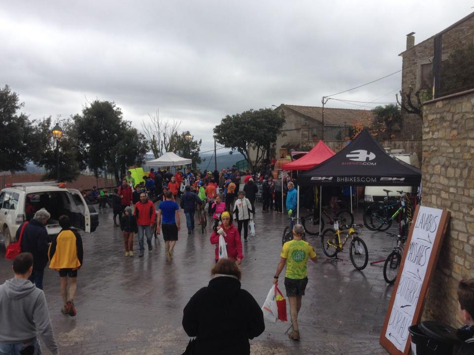 28.11.2016 Vista de la plaça  Argençola -  James Mc Kinnell