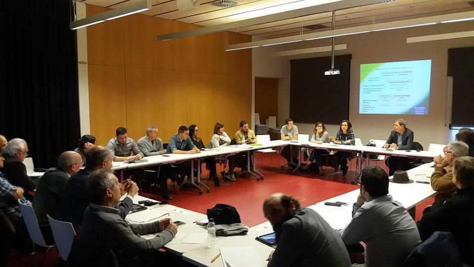 El grup de treball durant la reunió realitzada durant la Fira de la Biomassa, Vic