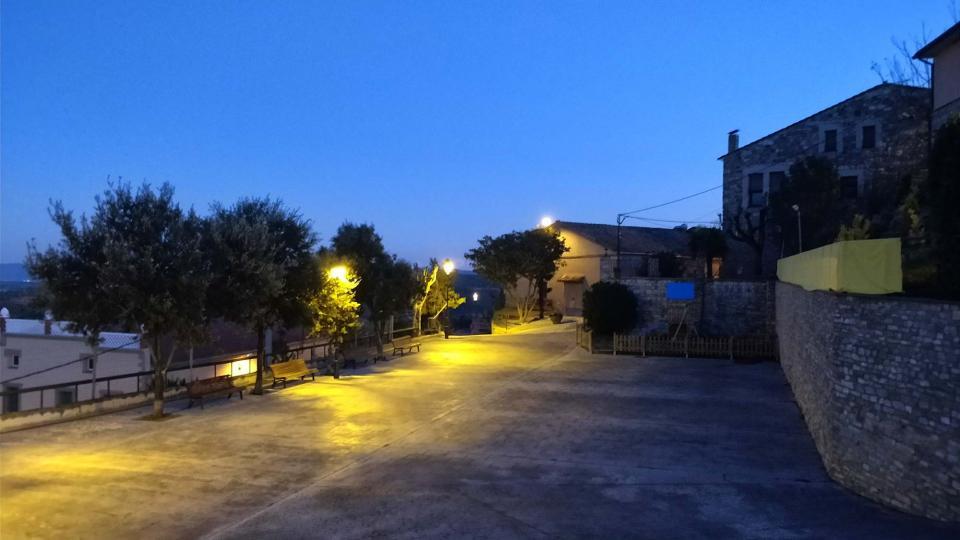 16.12.2017 vista de la plaça al capvespre  Argençola -  Ramon  Sunyer