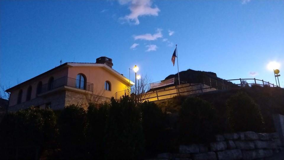 16.12.2017 vista de l'ajuntament al capvespre  Argençola -  Ramon  Sunyer