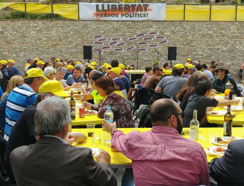 26.05.2018 El cartell de Llibertat Presos Polítics presidint l'acte  Argençola -  Martí Garrancho