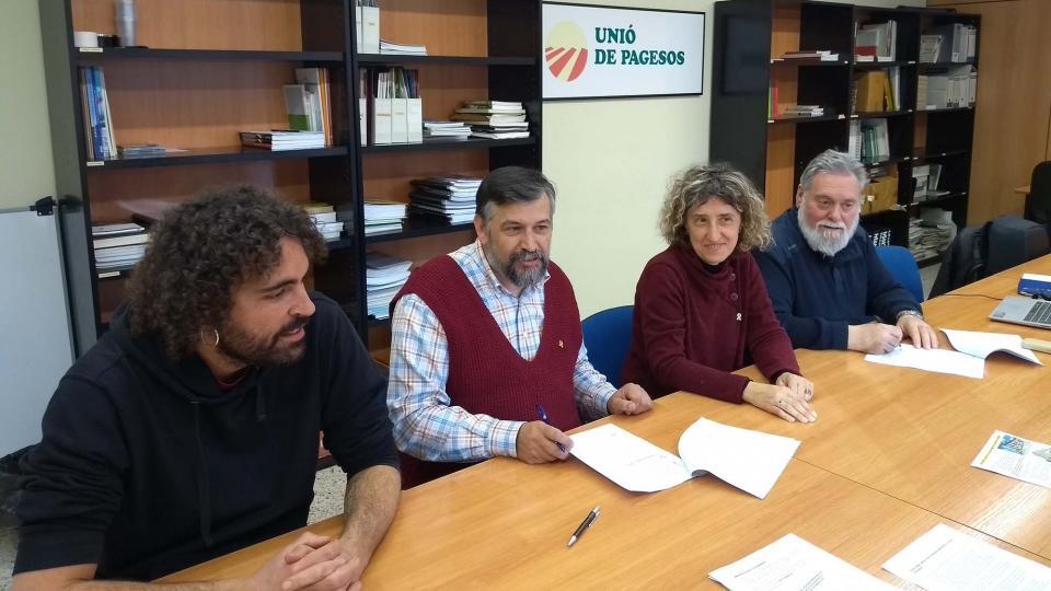 Unió de Pagesos i l'Associació de Micropobles de Catalunya signen un conveni per treballar conjuntament en la difusió de les immatriculacions de l'Església - Manresa