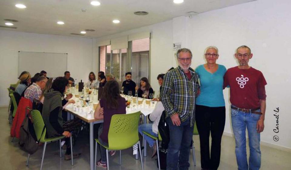 Astrid van Ginkel, directora de Fitomón, amb Marià Miquel i Pep Llobet del Col·lectiu Sumollant, Associació de Petits Viticultors de la Conca d'Òdena -
