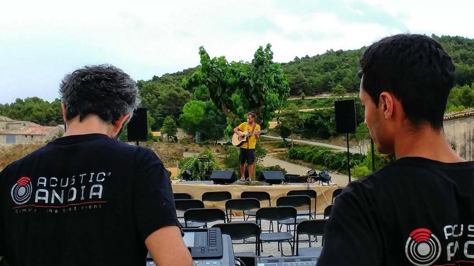 13.07.2019 preparatius del concert  Rocamora -  Martí Garrancho