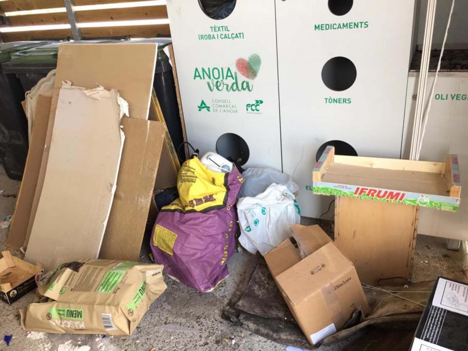 S'han de separar els residus i no deixar-ne per terra -