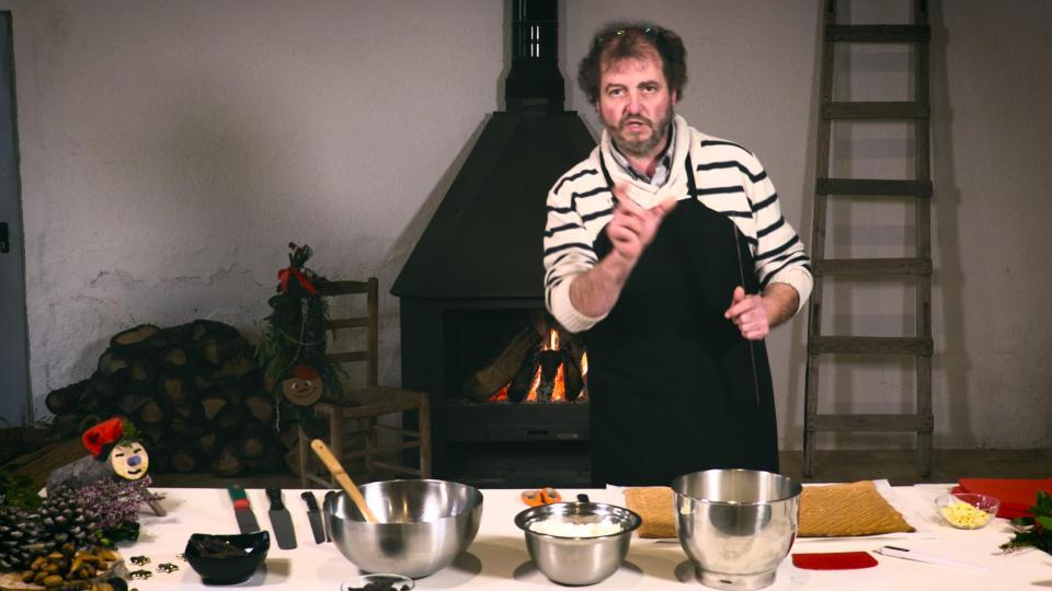 Jaume Teixé preparant els tions de nadal - Argençola