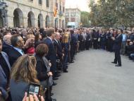 Antoni Lloret, alcalde d'Argençola, entre els alcaldes concentrats davant del Parlament.