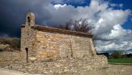 Contrast: Capella de Sant Maur, d'origen romànic. Consta d'una sola nau coberta amb volta de mig punt i capçada amb un absis semicircular  Ramon Sunyer