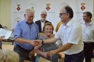 Argençola: Entrega de l'obsequi a Josep Prat i Mercè Closa de Cal Rosó de Santa Maria del Camí  Mariona Miquel Solé