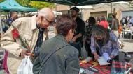 Igualada: M. Àngels Solé signant la seva obra 'Essències criminals'  Marina Berenguer