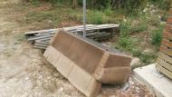 Abocament de voluminosos i residus perillosos a l'exterior de l'àrea tancada de la Quinta Forca